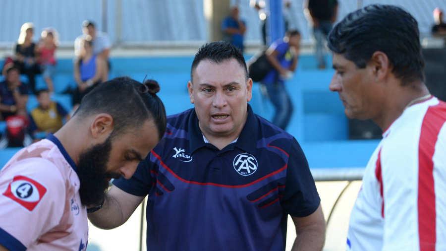 Erick Dowson Prado sigue como técnico de FAS