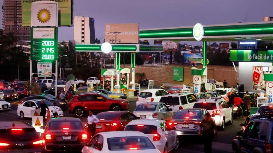 Persiste la escasez de gasolina en ocho estados de México