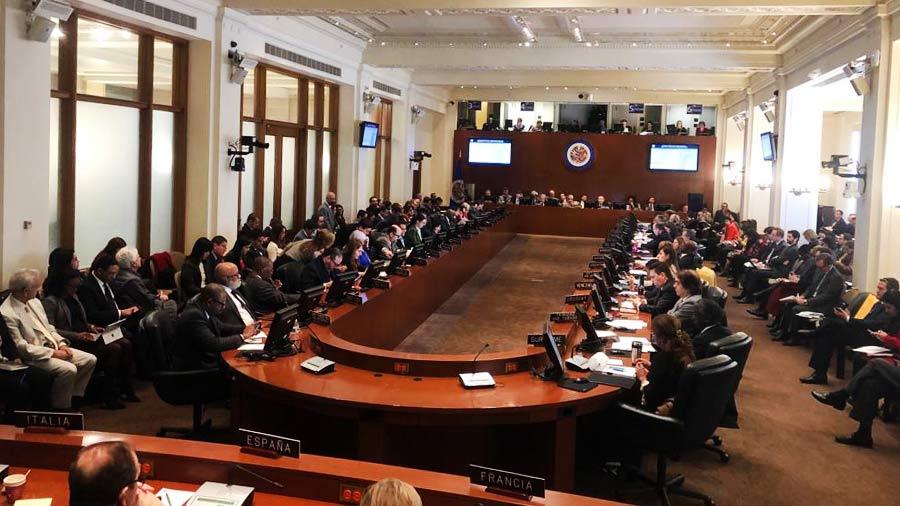 """La OEA acuerda """"no reconocer legitimidad"""" del Gobierno de Maduro"""