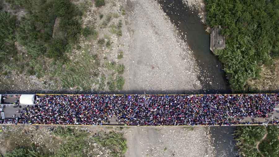 Más de 5,000 personas dejan Venezuela cada día con destino a países vecinos