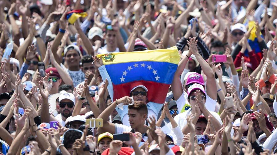 Venezolanos salen a las calles a protestar contra el régimen de Nicolás Maduro