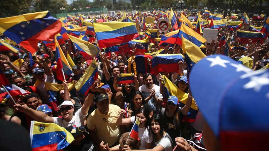 Guaidó plantea abrir un canal humanitario ante el bloqueo de la ayuda