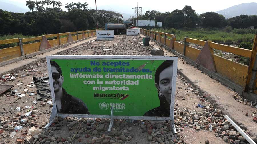 Tensión e incertidumbre en puente entre Colombia y Venezuela tras disturbios por ayuda humanitaria
