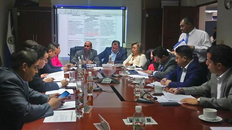 El FMLN insiste en rechazo a Ley contra el Nepotismo