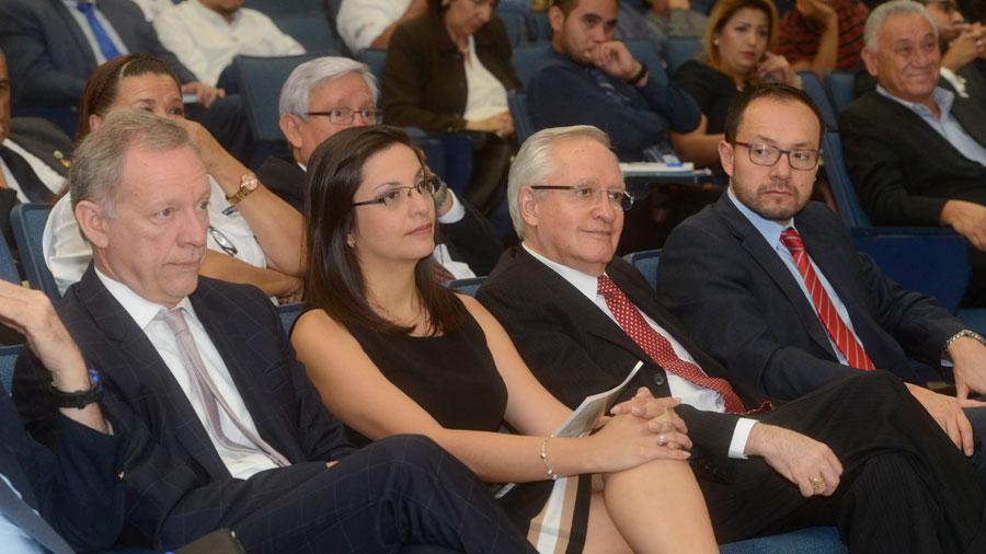 Fusades y la UCA anuncian diálogos para descentralizar el Estado
