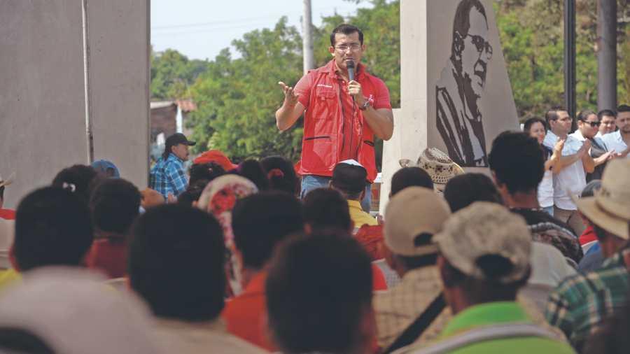 Militancia joven del FMLN critica a cúpula por no permitir disenso