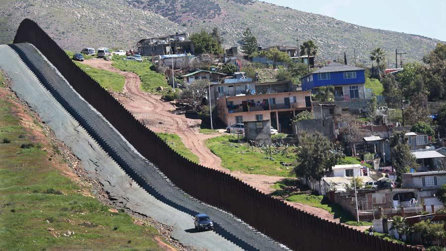 Trump recurre al veto para seguir con muro fronterizo