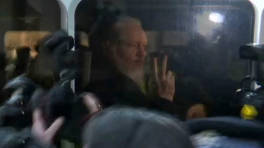 Arrestan a creador de WikiLeaks en Reino Unido